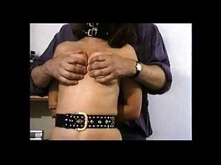 tetas de tortura en la mujer zorra