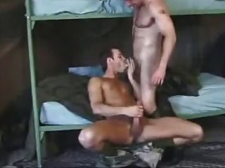 chicos calientes militares follando en calcetines otc ejército