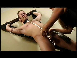 dominatrix castiga a su esclavo