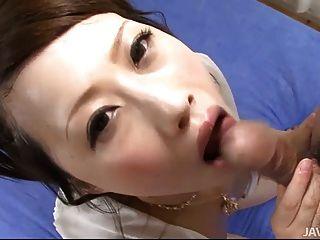 polla kanae cariñosa serizawa está en sus rodillas chupar un duro di