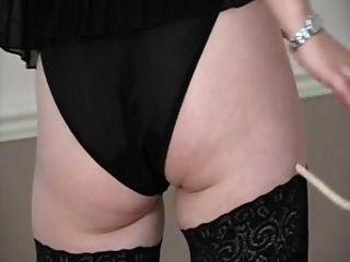 ¡la muchacha rubia británica pone en un demostración de encaje del domme!