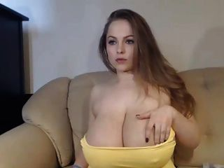 impresionante chica tetona en la webcam