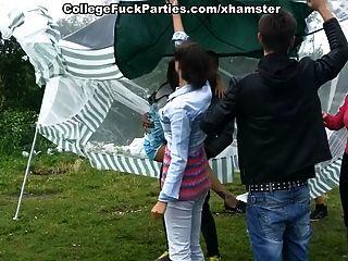 fiesta de estudiantes en el picnic