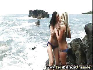tera patrick salchichas calientes en la playa