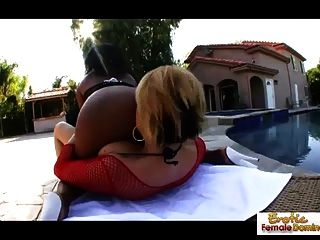 lesbianas sucias van salvajes en alguna acción al aire libre