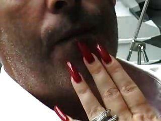 alimentación de las uñas largas