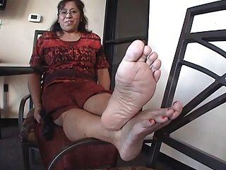 pies latinos maduros.