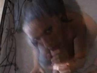 chica caliente de ébano sexo oral