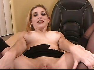 secretaria con grandes tetas y coño afeitado gv00043