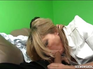 madre y no su hija chupar un boner