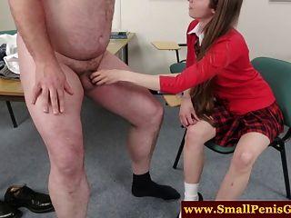 pequeño dick dude siendo degradado