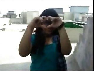 chica de northindian mostrar sus senos enormes inteligentes a su bf