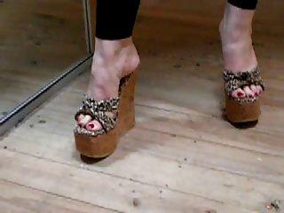 pies sexy en tacón alto leopardo