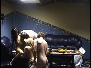 las niñas en la sauna ganar dinero