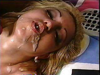 rubia obtiene dos cargas en la boca y hace burbujas cum