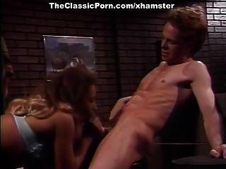kascha, courtney, nikki sinn en la escena porno clásica