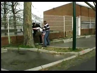 syvlie follada en la calle por 2 chicos