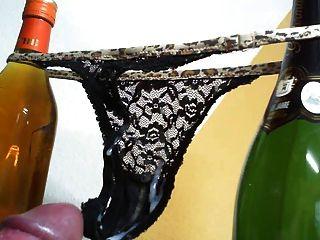 string thong panty wank masturbarse sperma cumshot