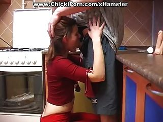 chick in red quiere una polla
