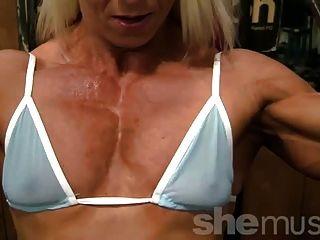 pro bodybuilder nathalie falk en el gimnasio