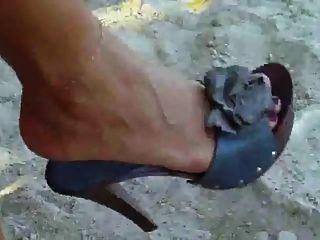 mostrando sus pies sexy