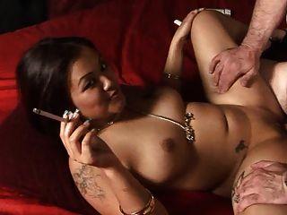 leilani li fetiche de fumar en dragginladies