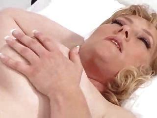 una buena enfermera se encarga del paciente
