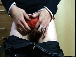 pervertido jugando maduro con sus bragas mojadas