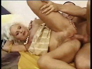 pelirroja peluda abuelita follada anal