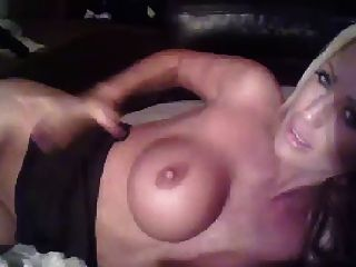 sexy rubia milf juguetes en la leva