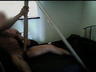 musculoso chupado por la aspiradora hasta el orgasmo