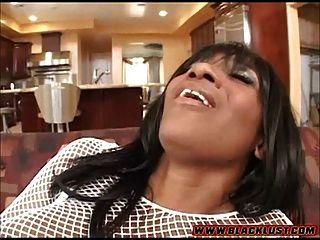 kaylani kream toma una gran polla blanca en su coño