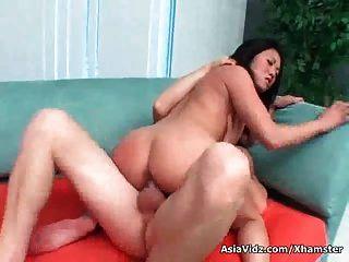 gran puta asiática titted obtiene doble clavado