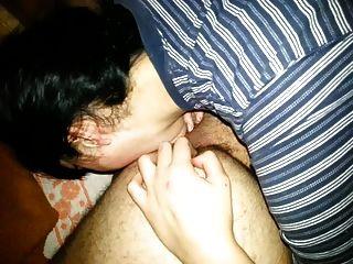 lamiendo el ano y el masaje de próstata hace que el lenguaje