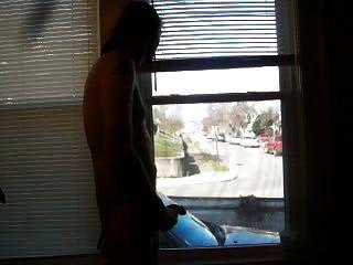 masturbándose en la ventana mientras conduce por