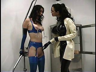 sexy amante sandra engañando con su esclava caliente