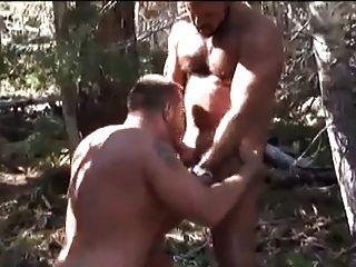 chupando en el bosque
