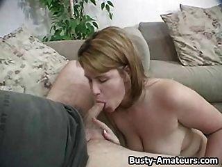 busty lisa titfuck y chupar polla blanca