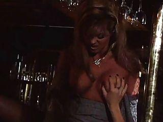 chicas en el bar