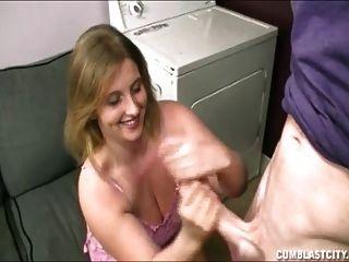 pezón adolescente tetona en la lavandería