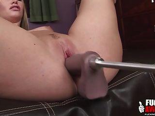 aimee addison usando una puta máquina por primera vez