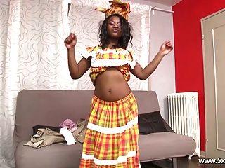 anaelle una hermosa chica negra follada
