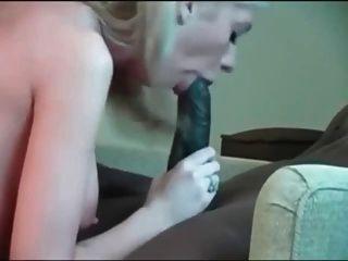 enorme gallo negro y chica blanca