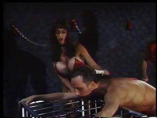 2 amantes calientes en acción con un esclavo