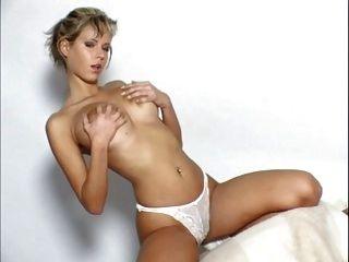 zuzana drabinova aka raylene richards escena de la masturbación