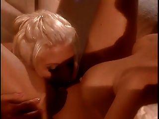 asia carrera consigue su coño lamido por su novia sexy
