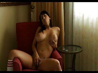 nena se masturba en la silla 3