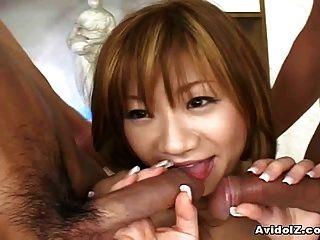 puta adolescente japonesa follada por dos chicos cachondos
