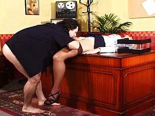 secretaria da su coño al jefe con grandes bolas