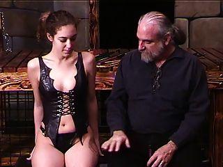 tio inmoviliza corseted morena para que pueda caña de su culo